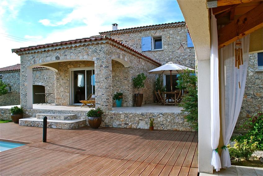 Offrez vous une terrasse en bois à Bordeaux avec Arbao, votre partenaire de choix dans l'art du bois.