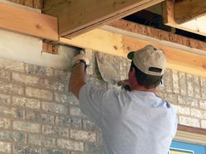 Acquérir le matériel adéquat est primordial pour rénover soi-même une maison.