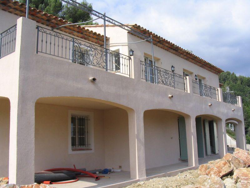 Construction de maisons individuelles dans le var for Maison de l artisan